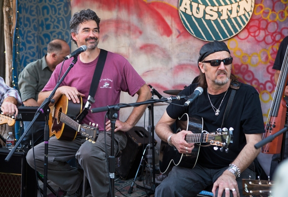 Slaid Cleaves Jimmy LaFave at Leeann's Barn Dance © Per Ole Hagen